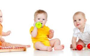 Самые первые игрушки для ребенка