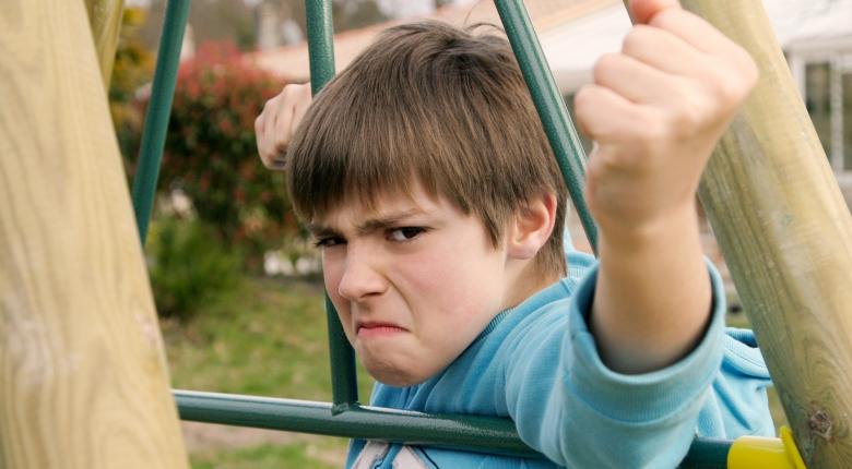 Подростковая агрессия — что делать родителям?