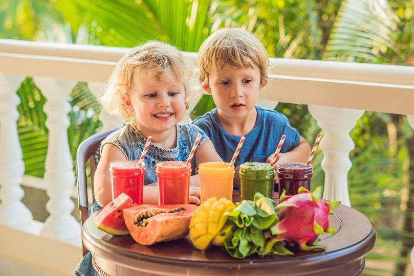 Соки и смузи для ребенка: радуга здоровых рецептов