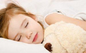 Ребенка нужно укладывать спать в одно и то же время