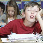 Начинающие учебу на час позже школьники становятся отличниками