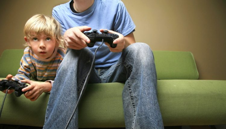 Как уберечь ребенка от негативного влияния телевизора и компьютерных игр