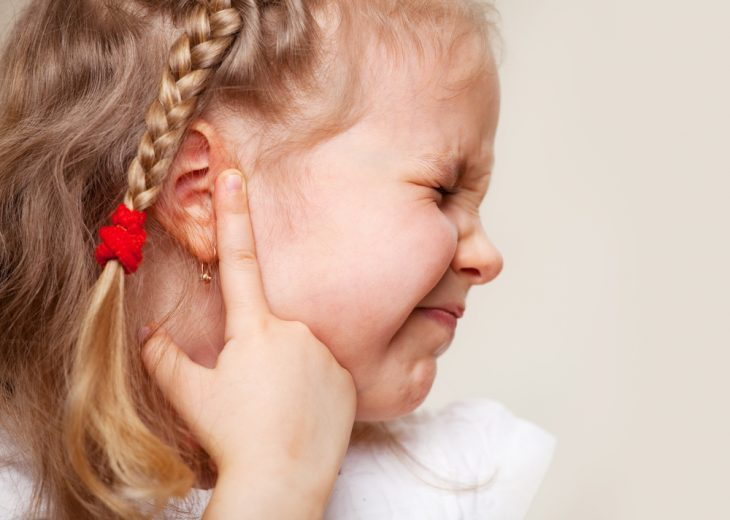Признаки отита у ребенка