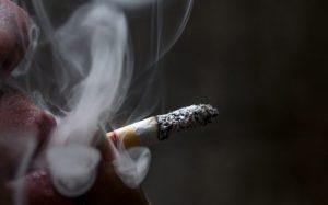 Сигаретный дым провоцирует храп у ребенка