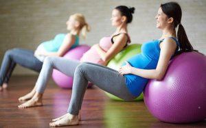 Занятия спортом во время беременности сокращают время родов