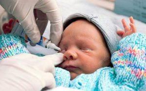 Выделения из глаз новорожденного: когда нужно бить тревогу?