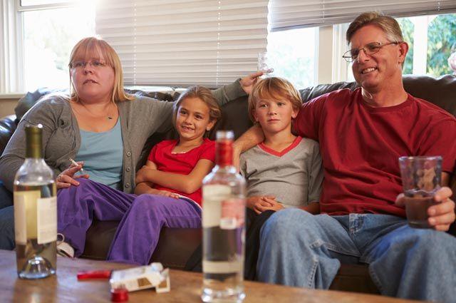 Сынок, не пей! Как уберечь ребёнка от зависимости?