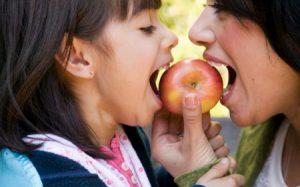 Здоровые перекусы помогут детям бороться с голодом без вреда здоровью