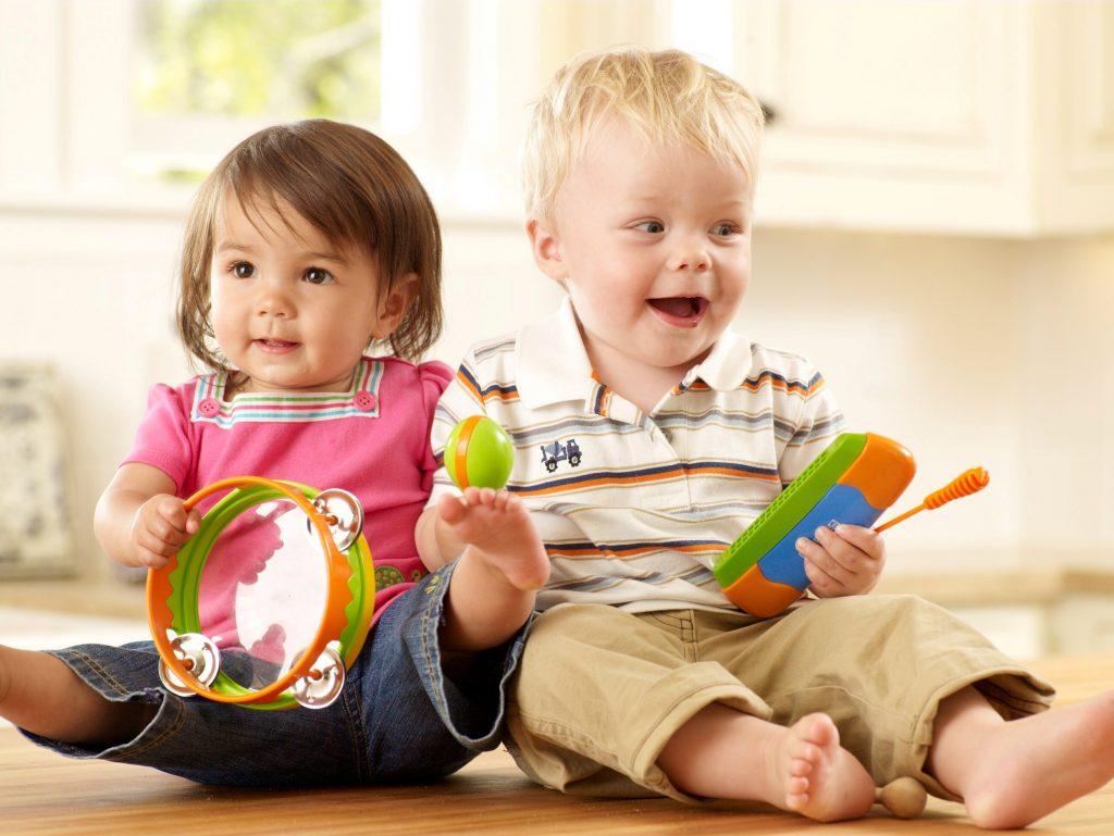 Как правильно выбрать подарок для детей: какие особенности нужно учитывать, на что обратить внимание и где купить?
