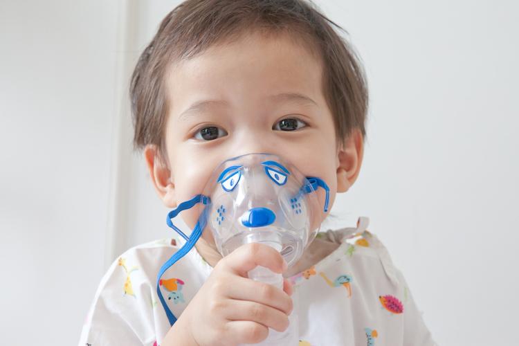 Курящие отцы провоцируют астму у своих будущих детей