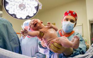 Женщина с двумя матками и одной почкой успешно родила ребенка