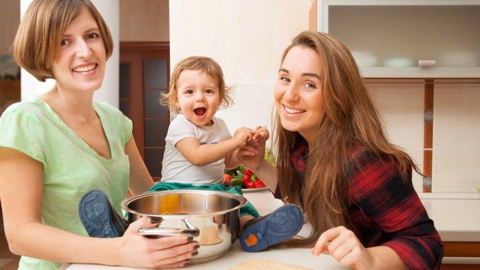 Воспитание детей в однополых семьях: кто в опасности?