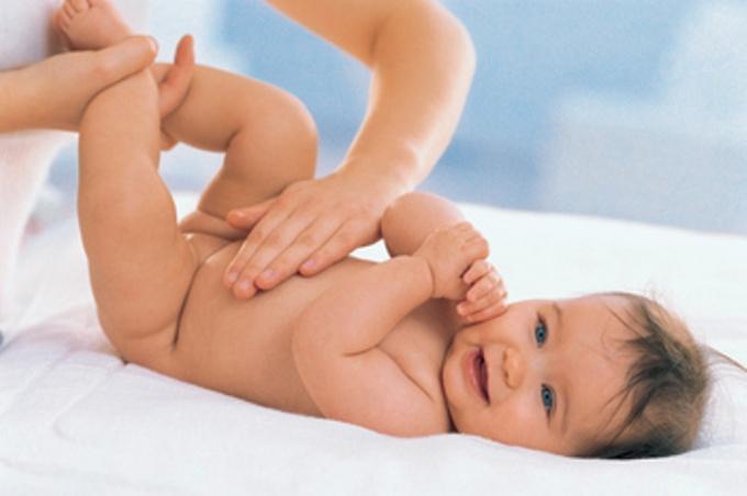 Как поставить газоотводную трубку новорожденному