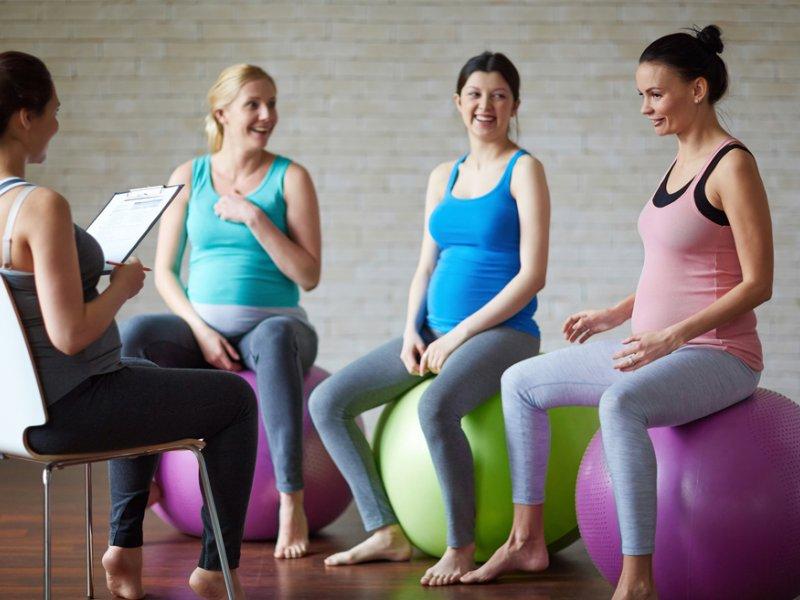 На какие курсы для беременных можно записаться в Москве?