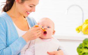 Новорожденный постоянно плачет. Как успокоить малыша?