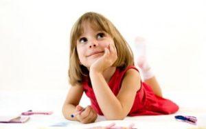 Ребенок разговаривает сам с собой, причины?