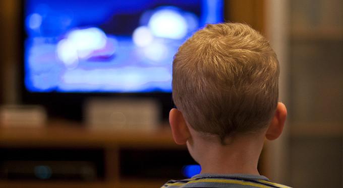 Дети и телевизор: что и сколько смотреть?