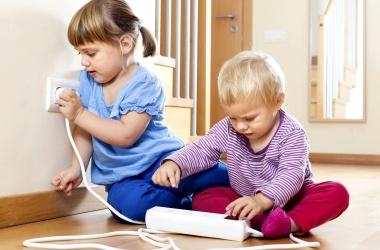 Электробезопасность детей: советы родителям