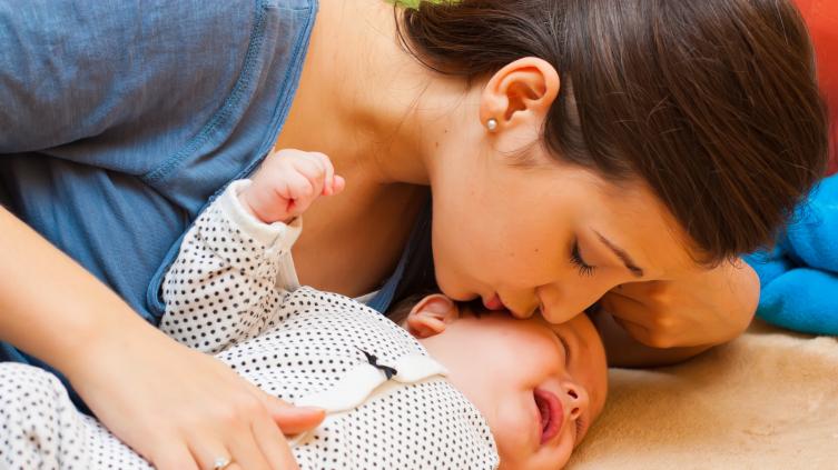 Икота у новорожденных способствует развитию мозга