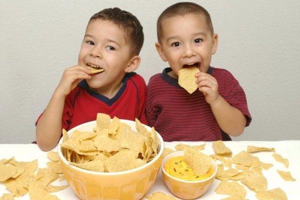 Не кормите детей этими вредными продуктами