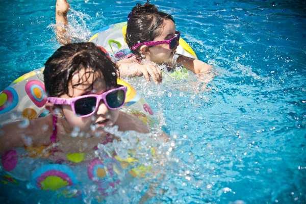 Как помочь ребенку перенести жару?