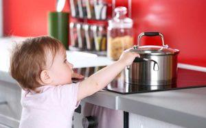 Ребенок на кухне: 4 главных правила безопасности