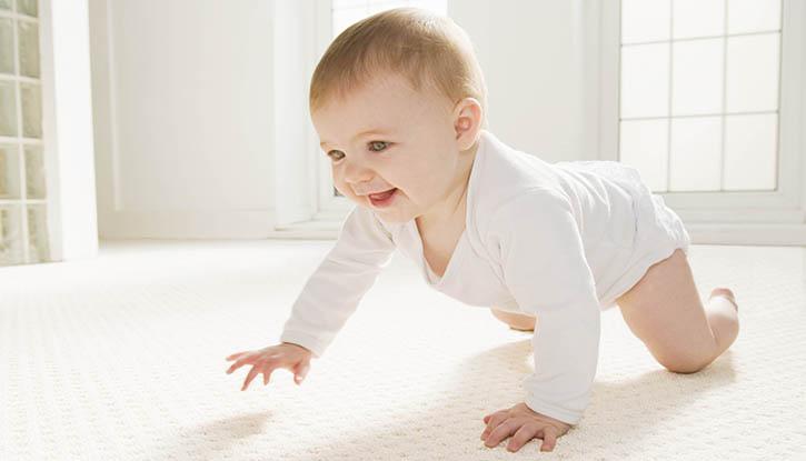 Как помочь новорожденному при коликах в домашних условиях, а каким советам следовать опасно