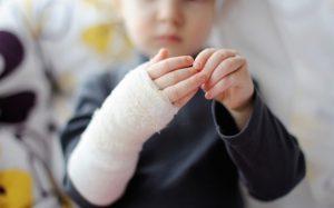 Ожог: грамотная первая помощь ребёнку в домашних условиях