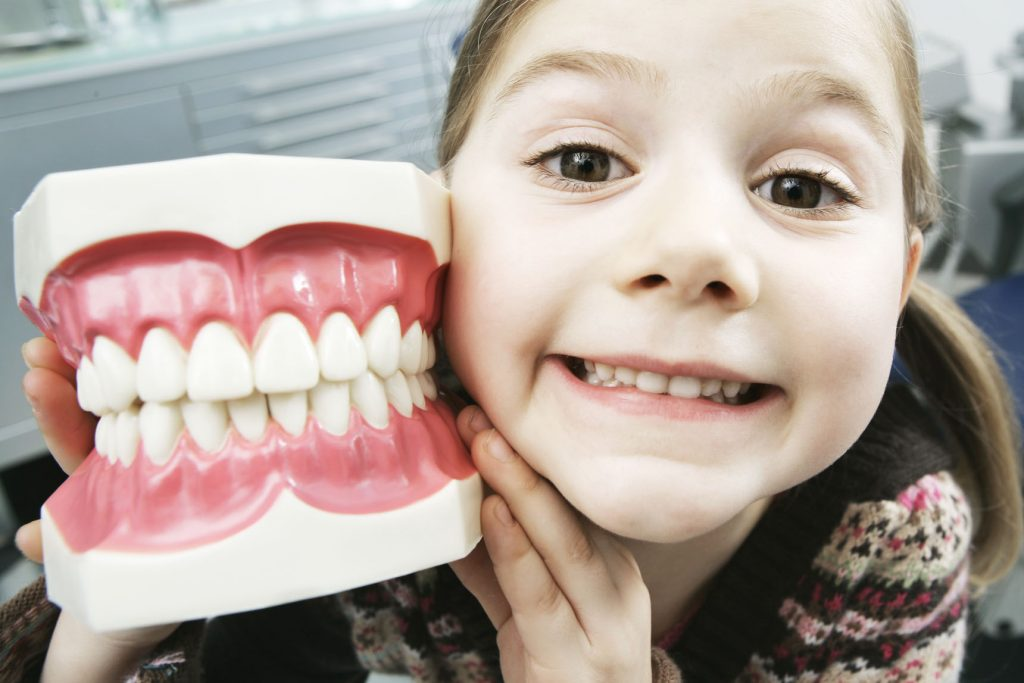 Мифы о детских зубах, с которыми родителям пора распрощаться