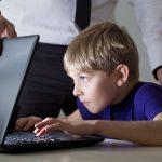 Что делать, если ребенок не общается со сверстниками?