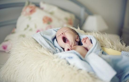 Почему сильный шум опасен для маленьких детей?
