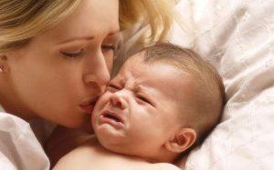 Почему может плакать ребенок в 2 месяца?