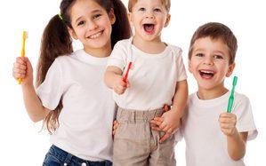 Как выбрать первую зубную щетку ребенку