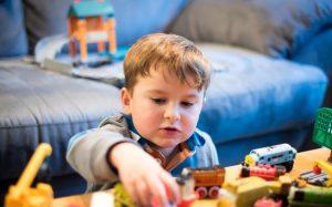 Какое значение имеют игрушки для воспитания детей