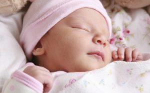 Новорожденный плохо спит: в чем причины и как помочь?