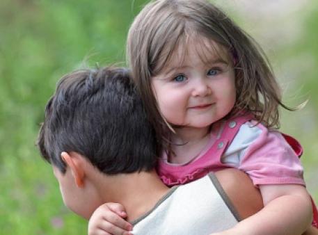 Взаимоотношения между братом и младшей сестрой